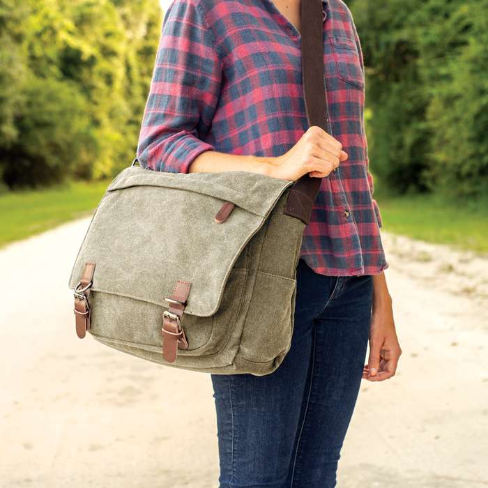 An attractive must-have for any world traveler, the multiple pockets in this messenger bag offer completely organized packing strategies
