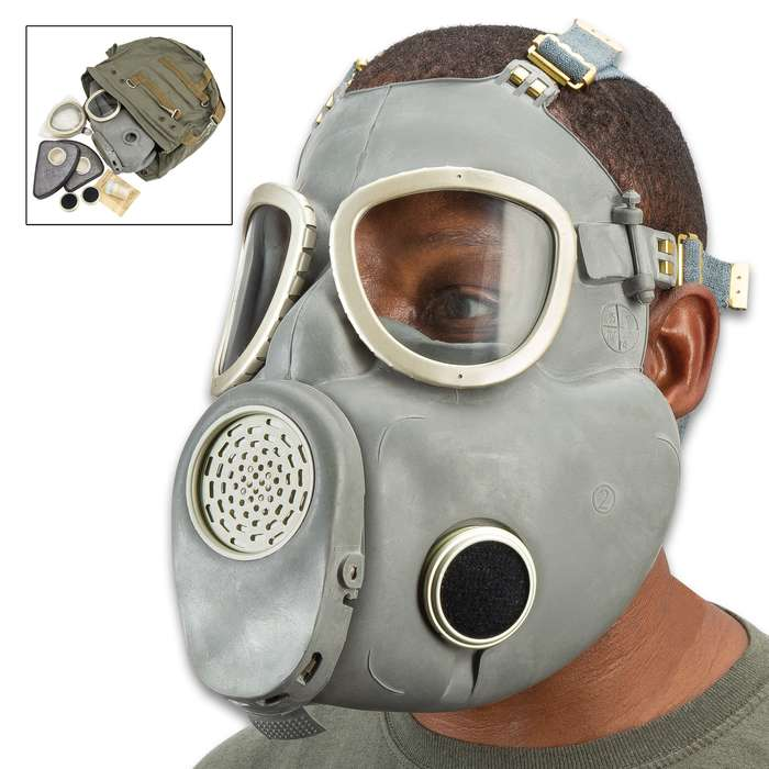 """Polish MP4 """"Bulldog"""" Gas Mask And Bag, Cheek Filters Included, Authentic Military Issue, Rubber Construction"""