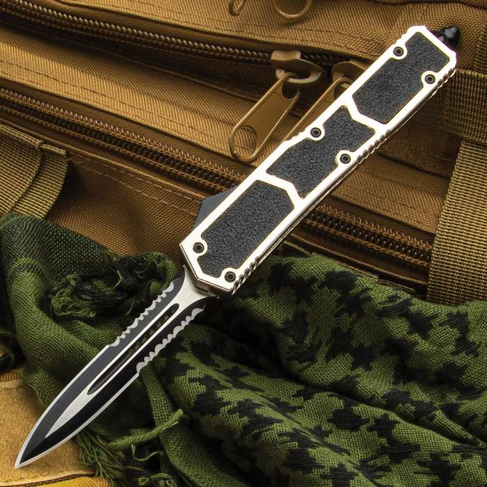 The Silver Stud OTF Automatic Knife offers a rugged, tactical design with a solid everyday carry construction