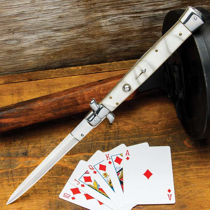 "There's no question that this a truly impressive pocket knife with its length, from tip to end, coming in at 13"" overall"