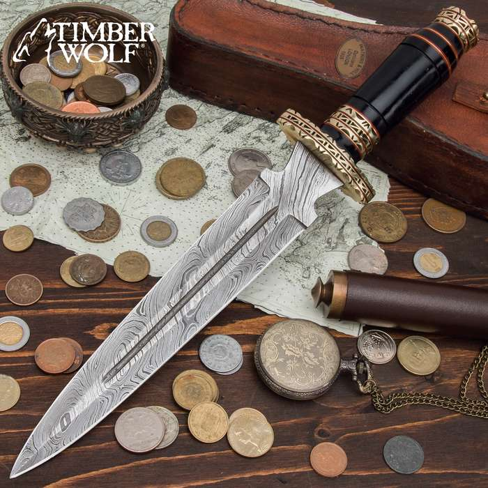 The Timber Wolf Seker Dagger takes its design influence from the Egyptian pantheon of gods that were a part of the underworld