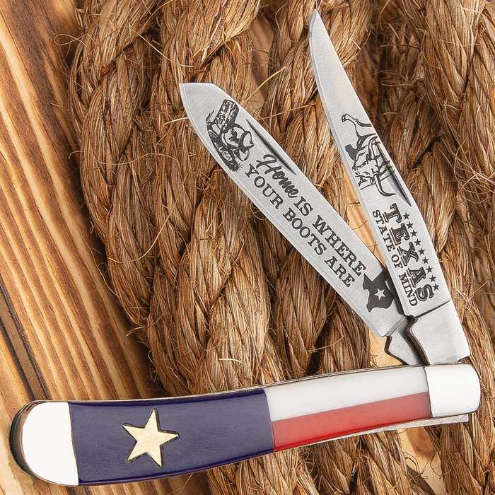 Texas Flag Trapper Pocket Knife - Stainless Steel Blade, Etched Artwork, Acrylic Handle Scales, Polished Stainless Steel Bolsters