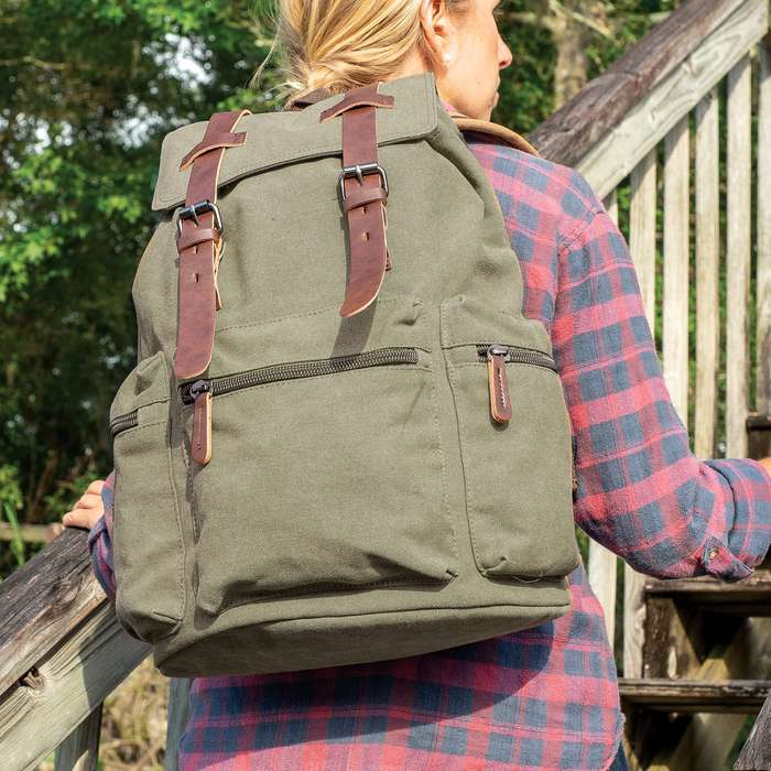 An attractive must-have for any world traveler, the multiple pockets in this rucksack offer completely organized packing strategies