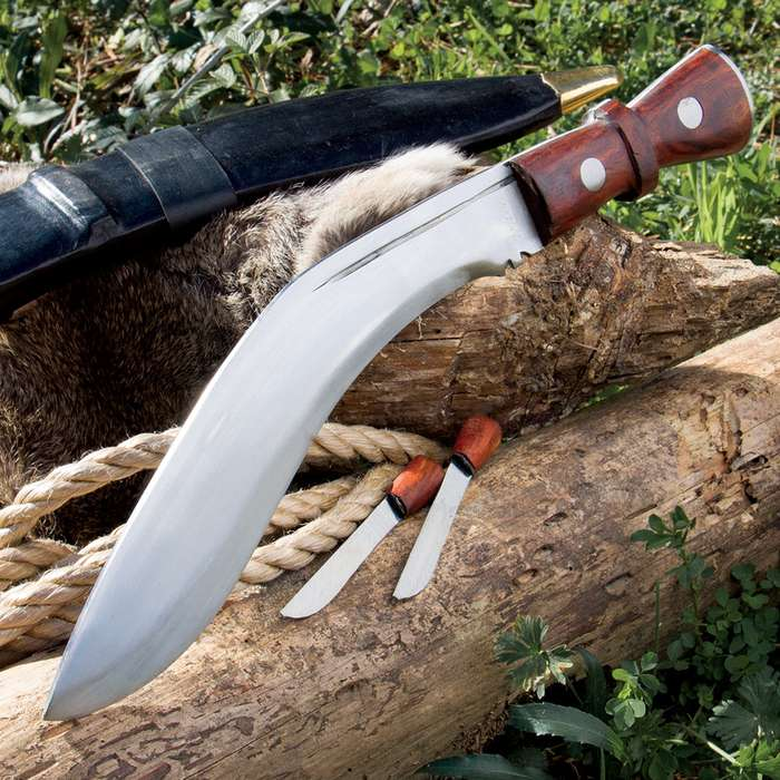 Genuine Gurkha Kukri with Traditional Accessory Knives and Leather Sheath