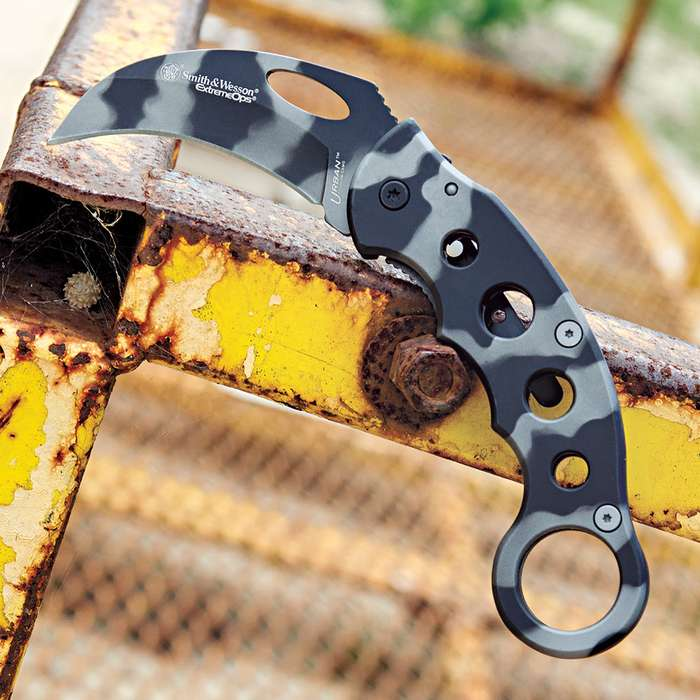 Smith & Wesson Extreme Ops Karambit Camo Folding Knife
