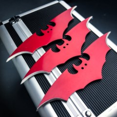 3 PC BATMAN DARK KNIGHT THROWING KNIFE SET BATARANG - RED