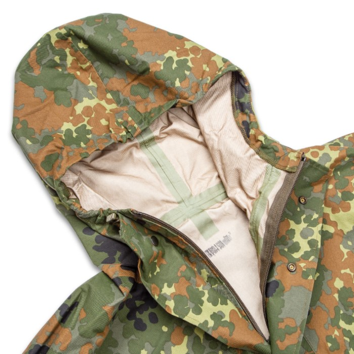 ae038f13c3b5a German Military Surplus Wet Weather Jacket - Flecktarn Camo - Gore-Tex -  Hood, Adjustable Cuffs, Pockets - Tough yet Lightweight, Waterproof yet  Breathable ...